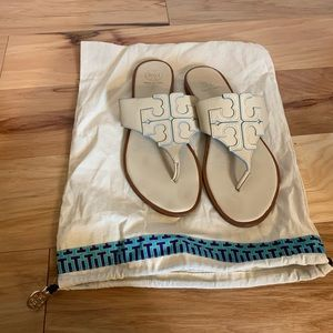 Tory Burch Jamie cream logo thong slides 8.5